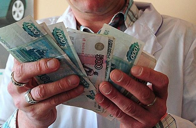В большинстве регионов России провалено исполнение майских указов президента по повышению зарплаты медикам