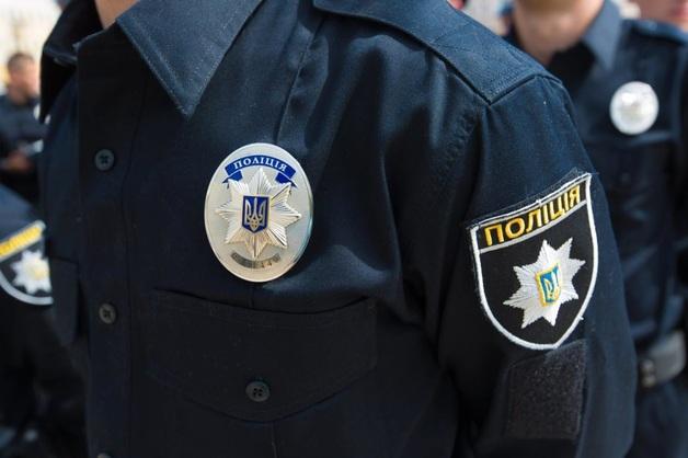 В Киеве пьяный полицейский в служебное время угодил под поезд: ему отрезало ноги