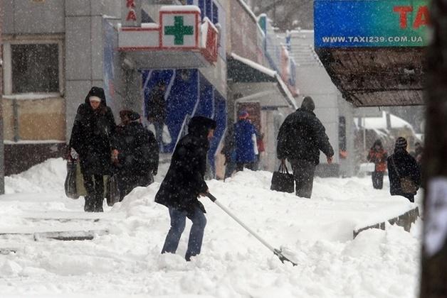"""В Днепре неизвестные в масках напали на машину """"снежной"""" комиссии"""