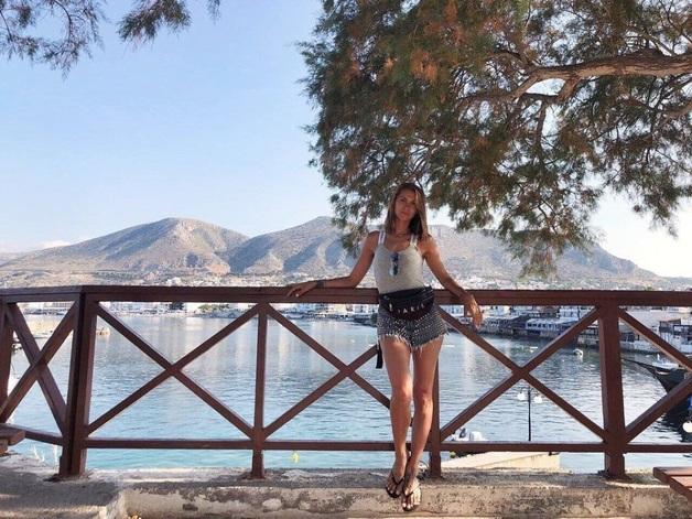 Греческий отпуск: Украинская певица купалась голой