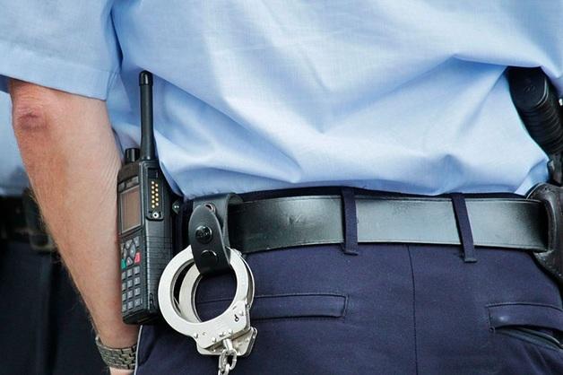 В Петербурге по подозрению в мошенничестве задержаны трое оперативников 17-го отдела полиции Калининского района