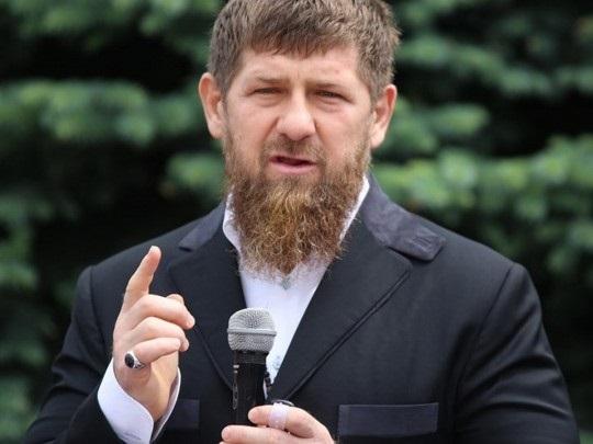 Кадыров пригрозил ломать пальцы за критику в соцсетях