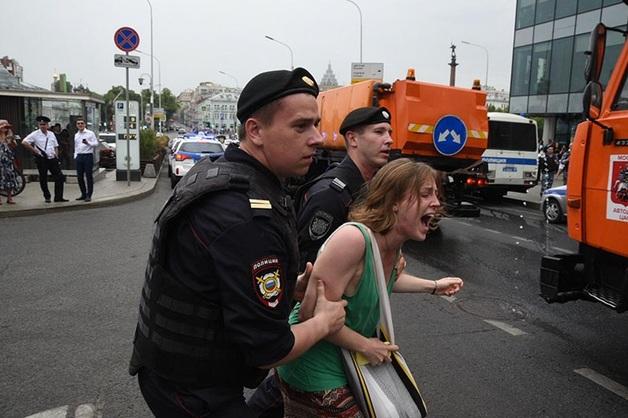 В Москве на акции задержали 400 человек