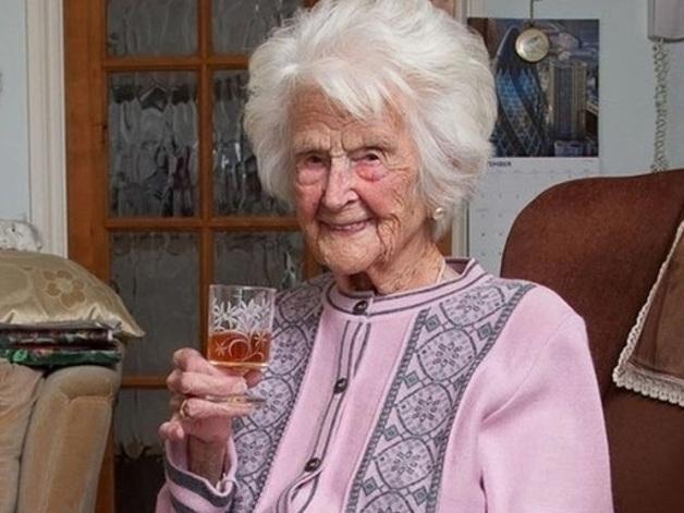 Британка ежедневно пила виски на ночь и дожила до 112 лет