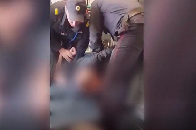 В Новокузнецке пьяные пассажиры устроили дебош в аэропорту