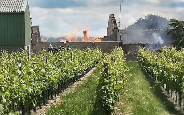 Во Франции в жутком пожаре сгорели 250 000 литров коньяка