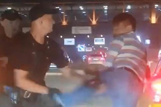 Сотрудники охраны избили таксиста на территории аэропорта Шереметьево
