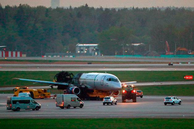 Пилотов сгоревшего в Шереметьево SSJ100 отстранили от полетов