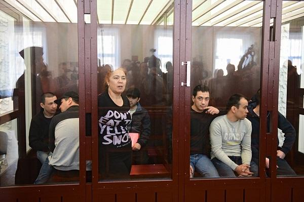 «Из соседней камеры доносились крики моего брата». Пытки, секретные тюрьмы ФСБ и фальсификация улик в деле о теракте в питерском метро