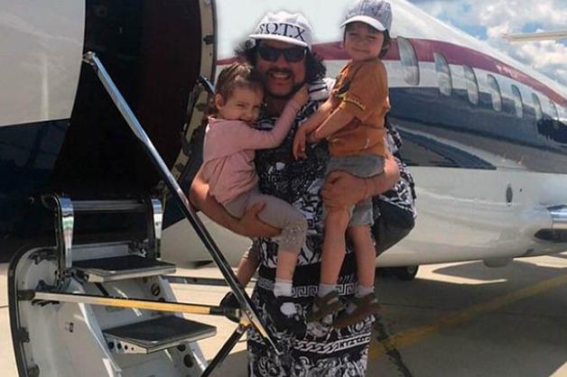 Летевший с детьми Киркоров запостил видео жесткой посадки самолета