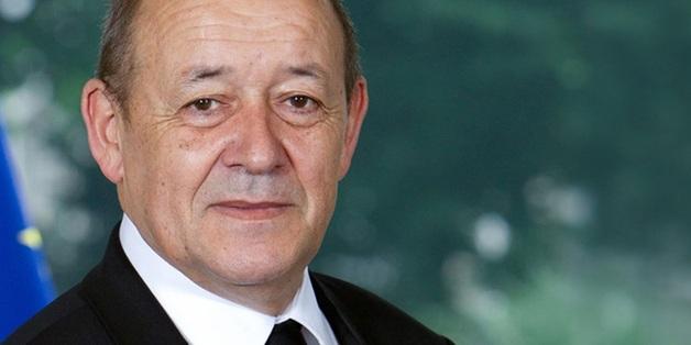 Во Франции мошенник надевал маску министра и просил деньги у влиятельных людей