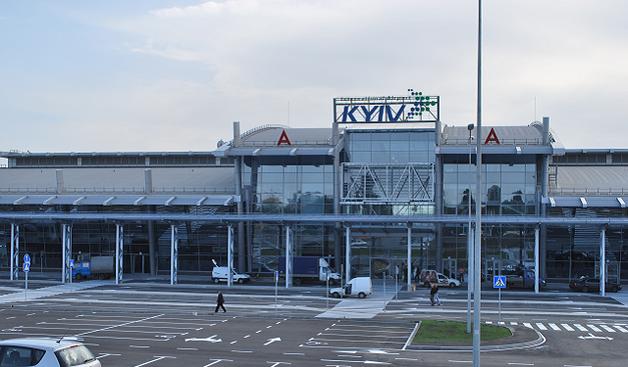 """Неизвестные избили и ограбили мужчину в аэропорту """"Киев"""""""