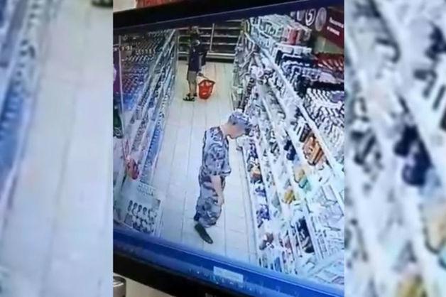 В Сочи трех бойцов Росгвардии уличили в кражах в магазине