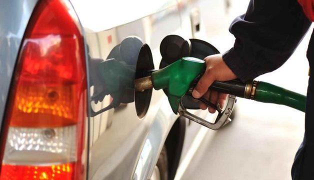 Россияне ездят заправлять автомобили в Казахстан, где на АЗС российских компаний бензин стоит вдвое дешевле