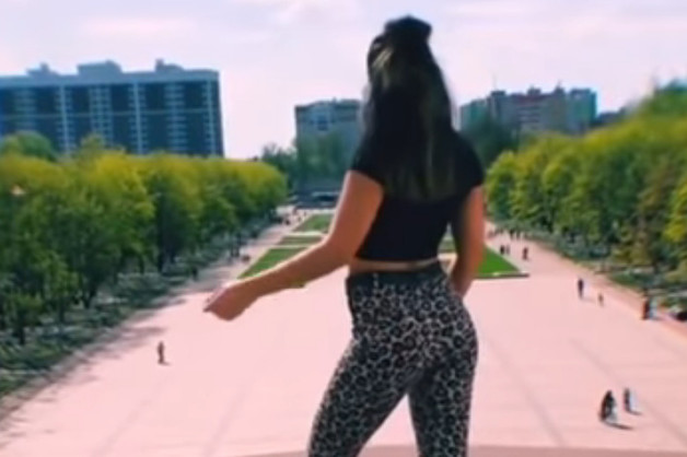 Жительницу Брянска оштрафовали за неуважительный к власти танец