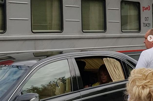 «Должна была пешком с чемоданом идти». Сын Жириновского высказался о скандале с Пугачевой