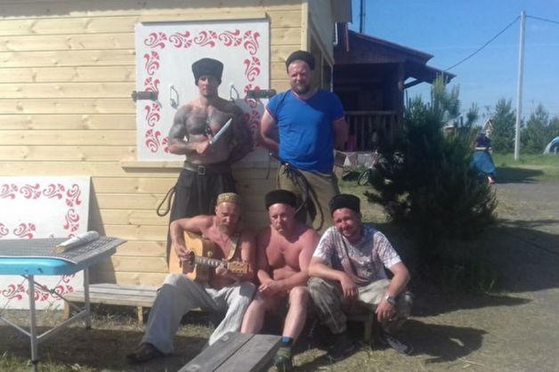 На Урале казаки во главе с бойцом ММА жестоко избили семью выходцев из Азербайджана