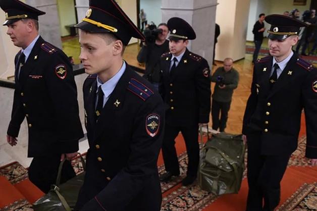 Правительство повысит оклады силовиков с 1 октября