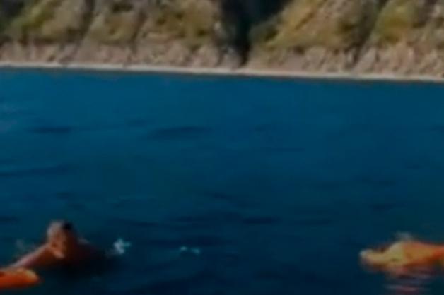 В Сети появились кадры уходящего на дно катера в Черном море