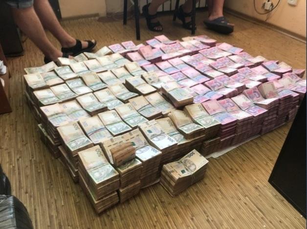 СБУ накрыла миллионную табачную схему: преступники смогли откупиться