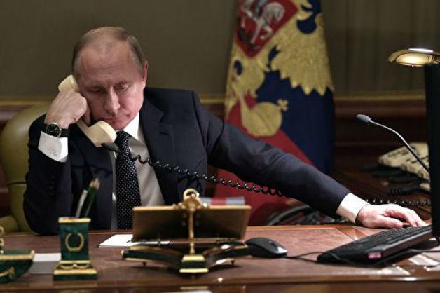 Путин провел первые переговоры с Зеленским