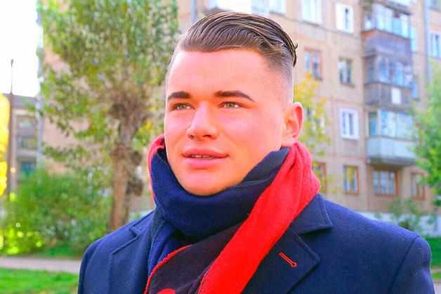 «Записывайтесь на бровки и ноготочки!». «Самый красивый депутат в России» подал заявление в полицию из-за мема о себе