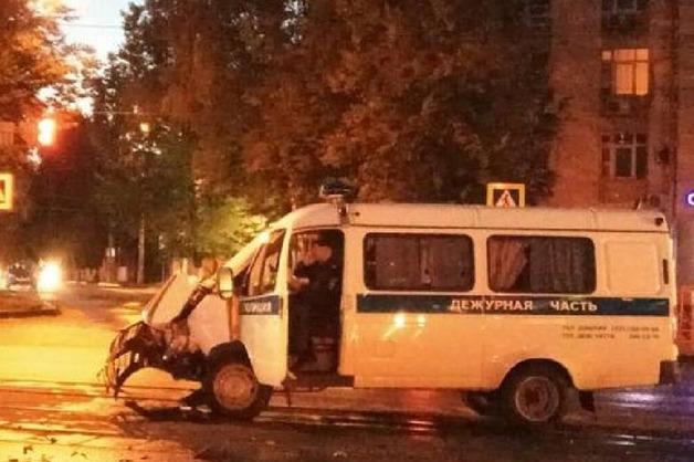 В Нижнем Новгороде иномарка протаранила полицейский автомобиль