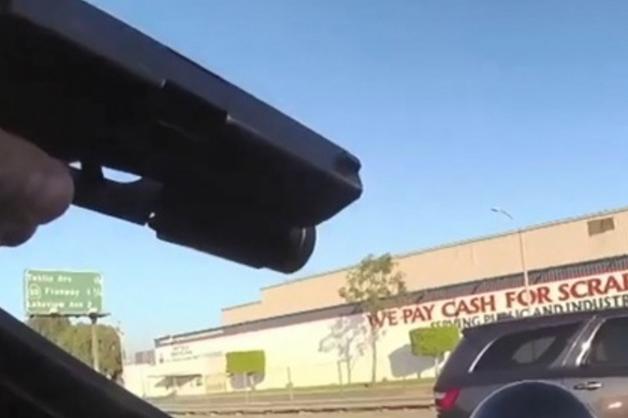 В США полицейский застрелил девушку-подростка с копией пистолета