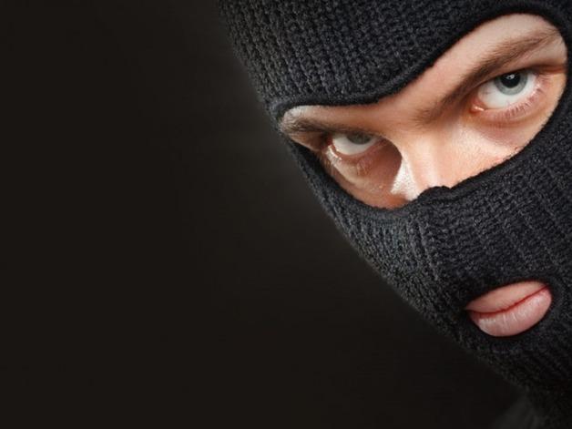 Детей закрыли в подвале: Мужчины в масках ночью напали на дом члена набсовета сахарного завода