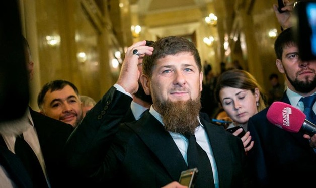 Призывающий лечиться молитвами Кадыров объявил войну галкам и целителям