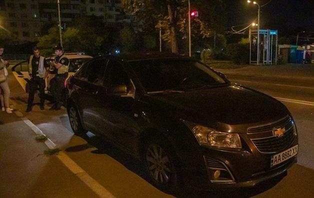 В столице остановили машину с пьяным прокурором, но тот сбежал в кусты