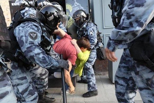 20 000 митингующих, 800 задержанных в центре Москвы. Жестокие задержания, избиения