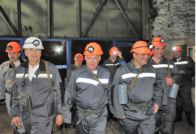 """В стиле Курченко"""": в Украине закупили для шахтеров фонари с миллионными наценками"""
