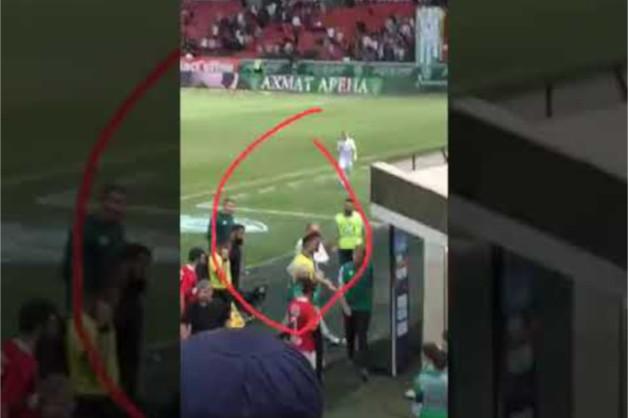 Глава парламента Чечни схватил за руку судью матча «Ахмат» — «Спартак» и увел его под трибуны
