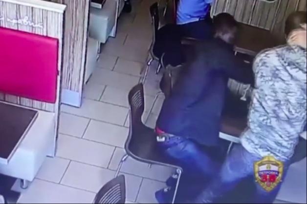 В Москве двое африканцев устроили драку и ограбление в кафе