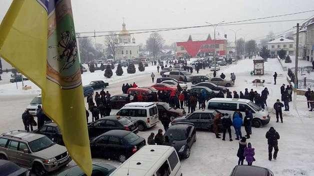 В Олевске сотни людей собрались на митинг из-за кровавой бойни