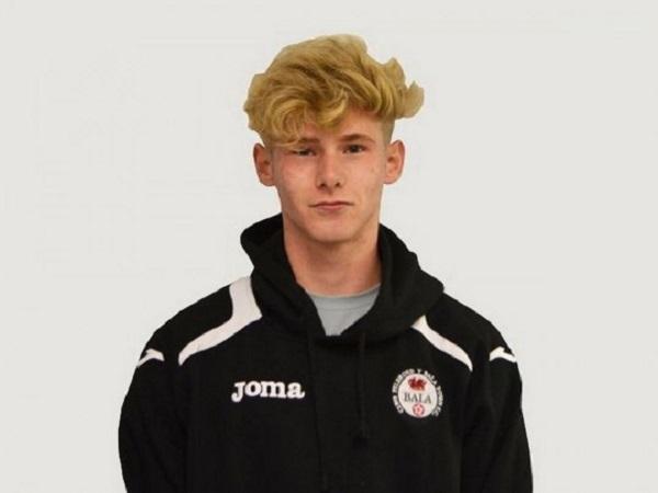 20-летний футболист, ездивший на просмотр в «Манчестер Юнайтед», покончил с собой