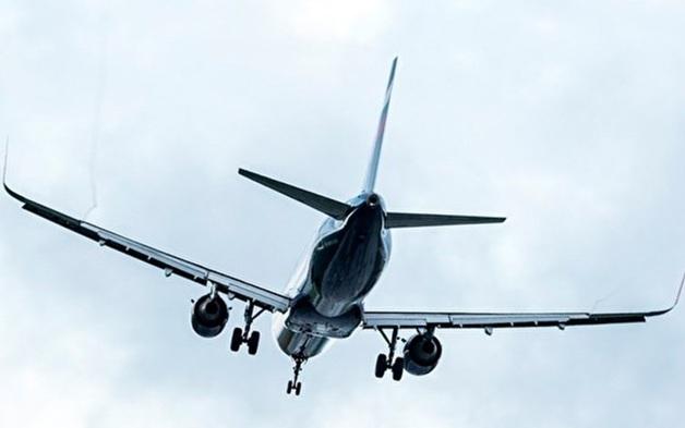 Большинство пассажиров аварийно севшего в поле самолета отказались лететь в Крым