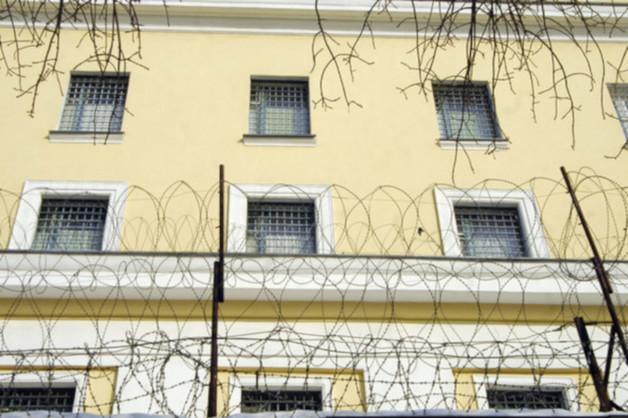 Тело домогавшегося сокамерников арестанта-гея обнаружили в московском СИЗО