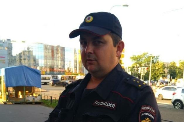 Полицейский избил кандидата в депутаты в Петербурге
