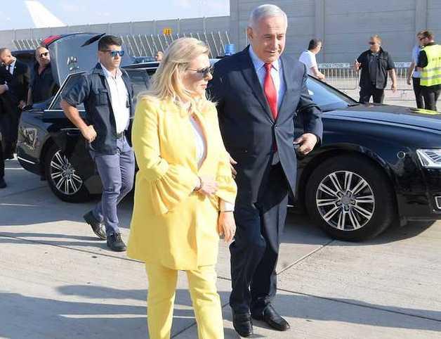 Жена Нетаньяху устроила скандал в самолете и бросила хлеб-соль на землю по прилету в Киев