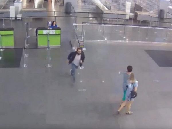 """В сети появилось полное видео скандального побега наркоторговца Амоса Дов Сильвера из аэропорта """"Борисполь"""""""
