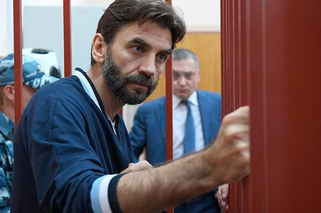 Суд отказался продлевать арест счетов экс-министра Абызова