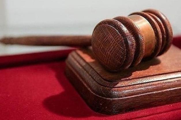 Обвиняемый в тяжком преступлении обматерил помощника прокурора и плюнул в него