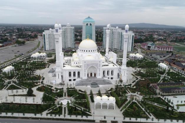 «Гордость мусульман»: в Чечне открыли самую большую в Европе мечеть