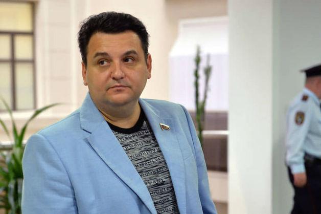 СКР попросил арестовать беглого экс-депутата Госдумы