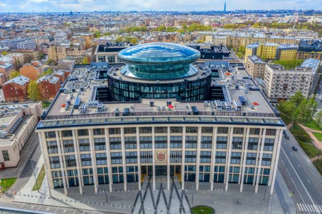 В Петербурге запретили посещать обзорную площадку, построенную как символ открытости власти