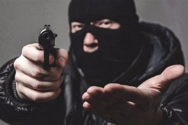 Бандиты в масках избили петербуржца и надели ему пакет на голову