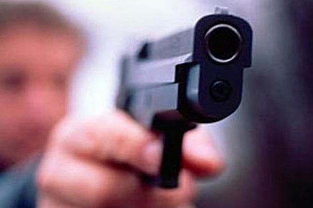 Коллекторы обстреляли должника и его 9-летнюю дочь