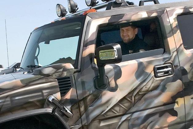 «Страна не в том состоянии, но если подарят». В Чечне рассказали, при каком условии Кадыров пересядет на Aurus Senat